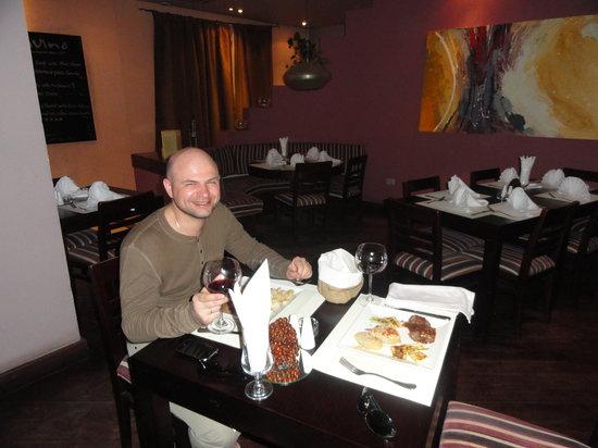 Divino Restaurant, Wine & Bar : Стейки и красное вино - the best