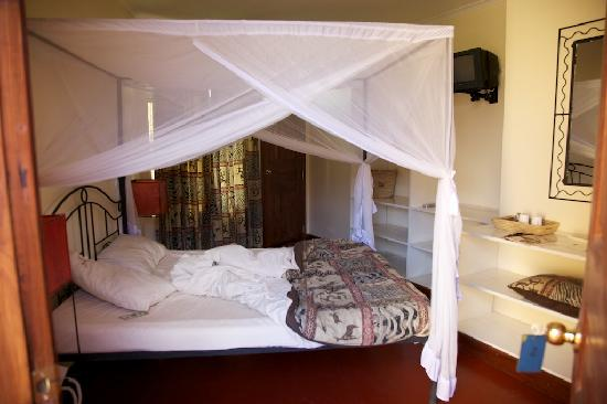 Ahadi Lodge: inside the room