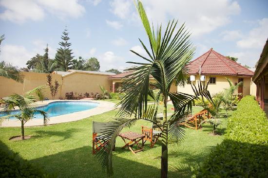 Ahadi Lodge: pool area