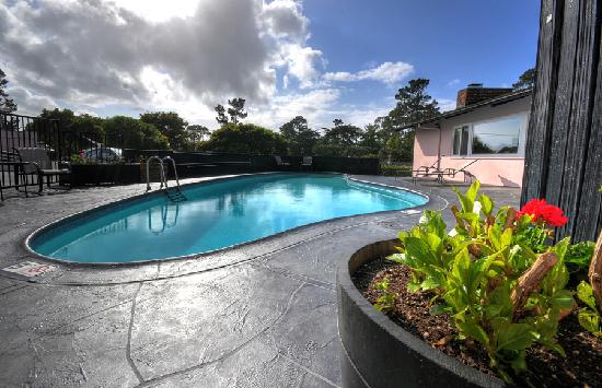 Hofsas House Hotel: Heated swimming pool
