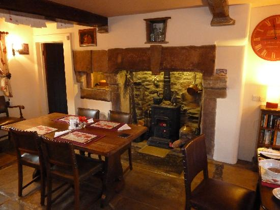 Poppy cottage dining room picture of poppy cottages no for 3 dining rooms at be our guest