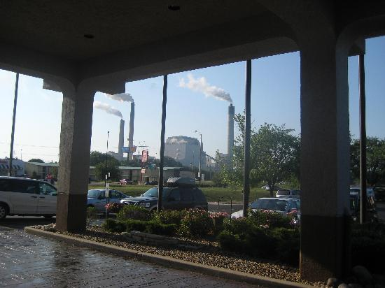 Wingate by Wyndham Springfield: View from Entrance