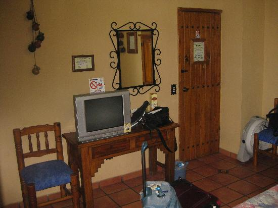 Hotel Hacienda del Sol: Roomy, decent TV