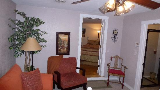 Jeni J's Gifts and Guest Houses: Living room looking into the bedroom