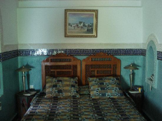 Riad Dar Al Kounouz: Inside Lapiz room