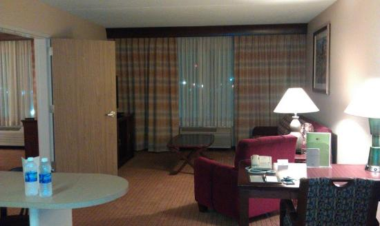 Doubletree By Hilton Bloomington: View from entering the suite