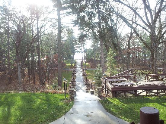Grand View Lodge: Path to the lake
