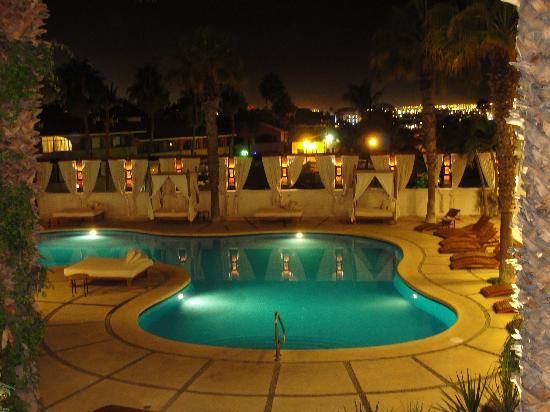 Bahia Hotel & Beach House: Pool by night