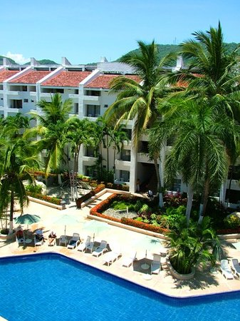 Ixtapa Palace Resort & Spa: Main Pool Area