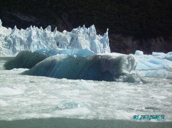 Altos de la Costanera - Aparts: desprendimiento del glaciar Spegazini