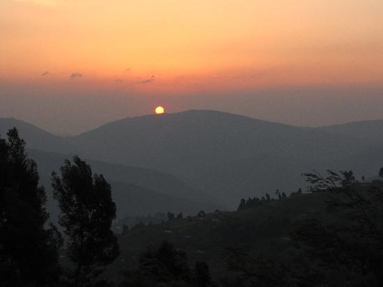 Ruhija Gorilla Friends Resort and Campsite : Moon over mountains