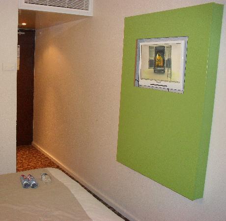 Hotel balladins Bobigny: Habitacion - TV