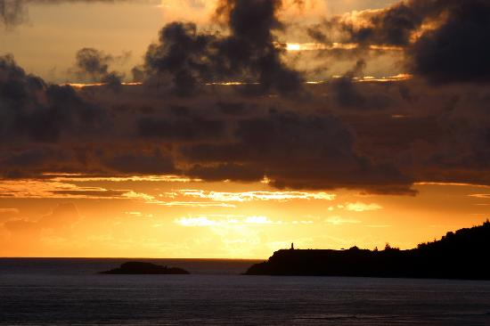 Sealodge at Princeville : Golden Sunrise from D9 looking at Kilauea Lighthouse