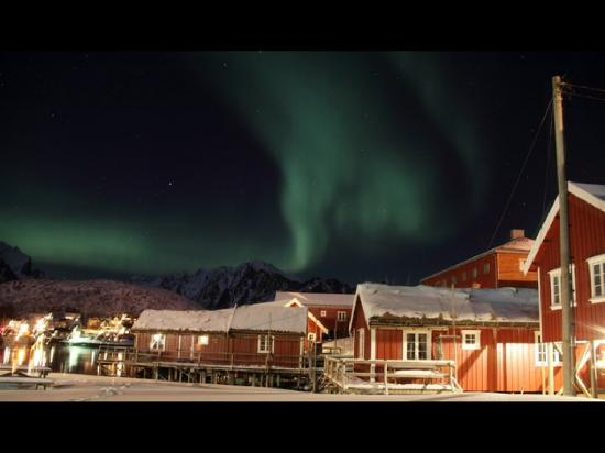 Reine Rorbuer: The restaurant waitress took this picture whilst we watched the light show. Unforgettable