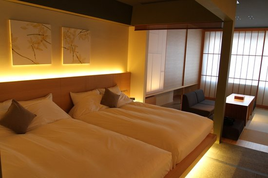 "Hotel Kanra Kyoto: The ""King"" bed"