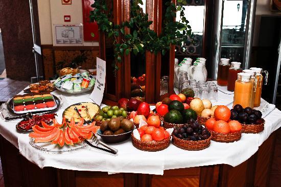 Vila Mia: Breakfast buffet / Frühstücksbuffet