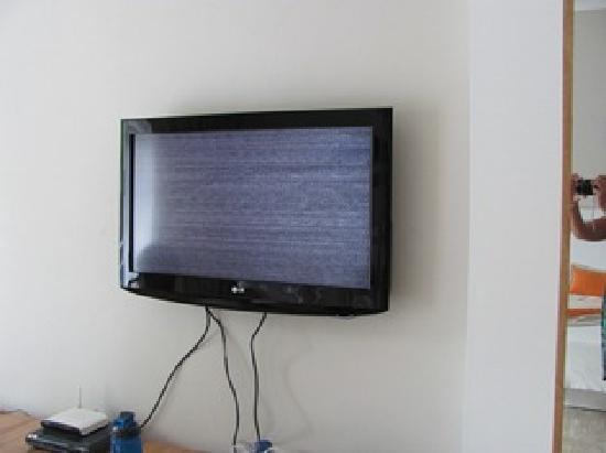 Cofresi Palm Beach & Spa Resort: broken tv