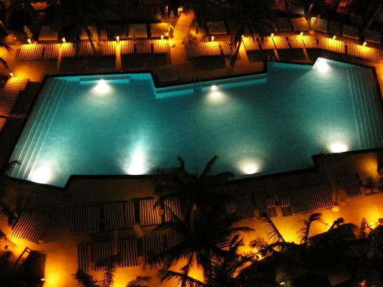 W South Beach: Pool at night from our balcony
