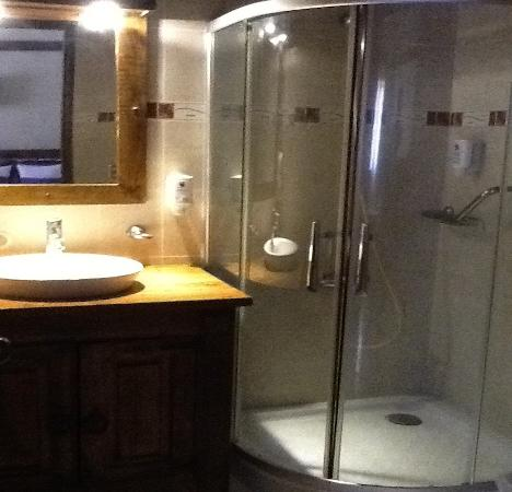 Matum Hotel & Casino: Bathroom