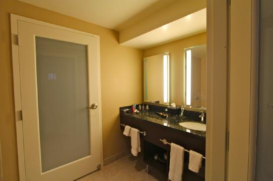 Valley View Casino Hotel: Bathroom in Both Rooms