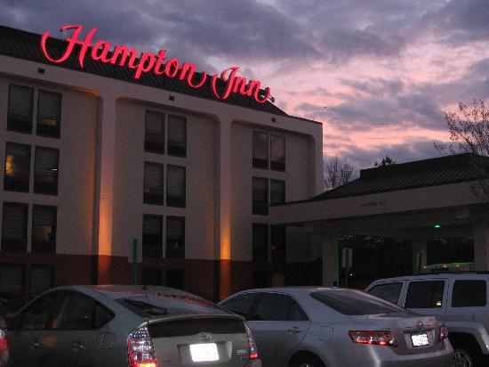 Comfort Inn Atlanta Airport : Hampton Inn Airport as seen at sunset from Sullivan Ave