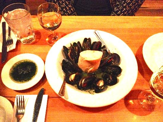 City Cafe : Mussels in white wine and garlic