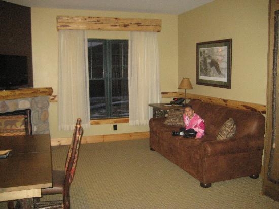 Hope Lake Lodge & Conference Center: Living room