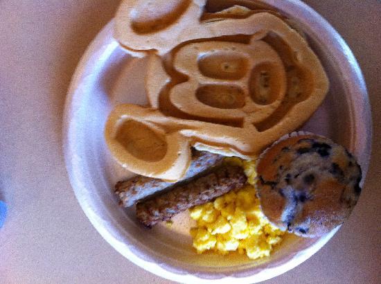 Hampton Inn Orlando/Lake Buena Vista : Mickey waffle!