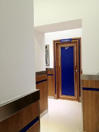 Hotel Transatlantico: Entrance to our room