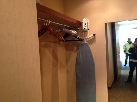 Four Seasons Hotel Silicon Valley at East Palo Alto: walking closet