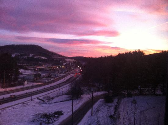 LaQuinta Inn & Suites Boone: Sunrise from room