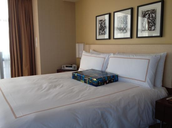 Four Seasons Hotel Silicon Valley at East Palo Alto: king size bed