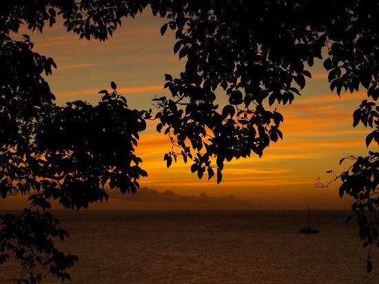 سيكريت باي: Sunset at Secret Bay