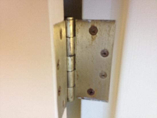 SpringHill Suites Pittsburgh Washington: Used Hinges in a newly renovated room