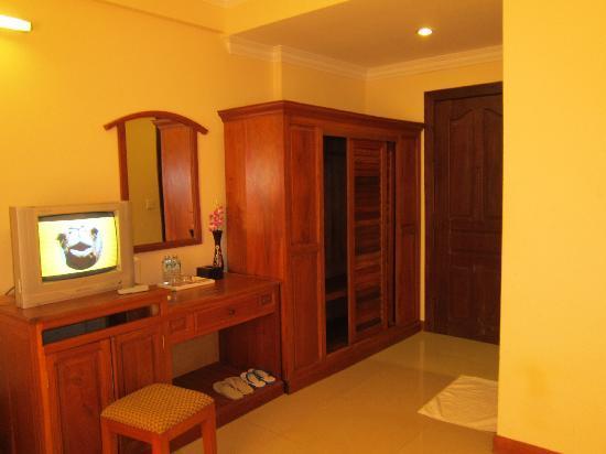 Skyway Hotel: room1