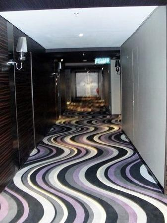 Horizon Hotel: corridor along the 13th floor