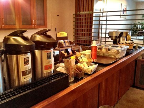 Camel's Garden Hotel & Condominiums: breakfast
