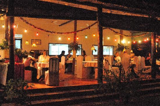 Dalmanuta Gardens - Ayurvedic Resort & Restaurant: Restaurant in the evening