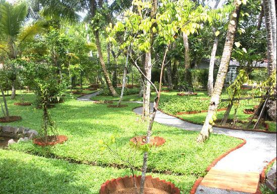 Dalmanuta Gardens - Ayurvedic Resort & Restaurant: Large Herbal Garden