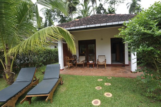 Dalmanuta Gardens - Ayurvedic Resort & Restaurant: Private Bungalow Garden