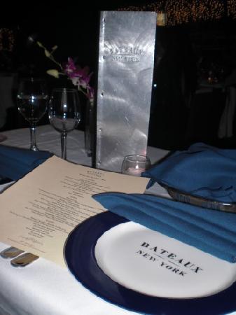 Bateaux New York: Table Setting