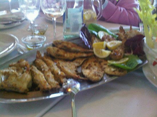 La Perla : the grilled fish plate