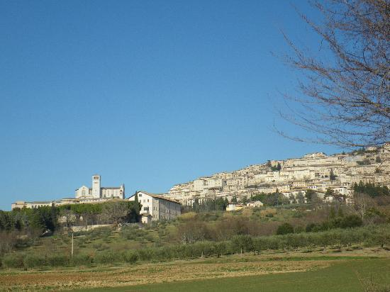 Le Ginestre Bed and Breakfast Assisi: Driving into Assisi