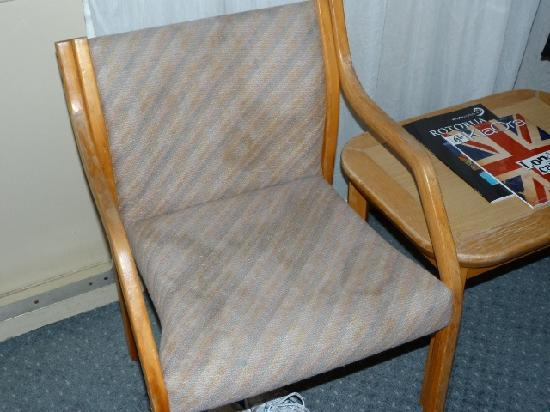 Copthorne Hotel Rotorua: filthy Chairs