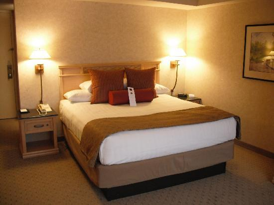 Edward Village Michigan: Comfortable king bed