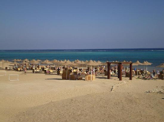 LABRANDA Gemma Premium Resort: spiaggia animazione