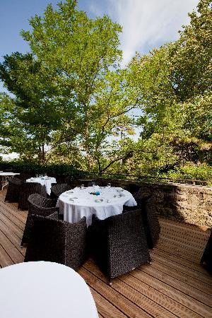 Hostellerie du Chateau de La Pomarede: Terasse du restaurant