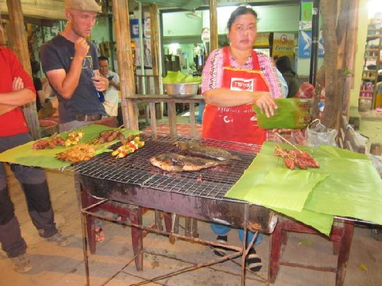 Nokeo: food cooking fresh on the bbq
