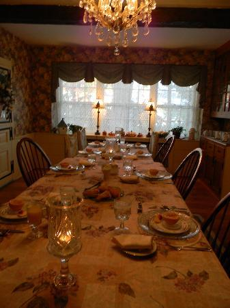 Richmond House Bed & Breakfast: A wonderful breakfast with fellow travelers