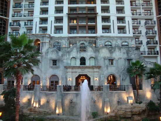 center of the hotel picture of gaylord texan resort. Black Bedroom Furniture Sets. Home Design Ideas